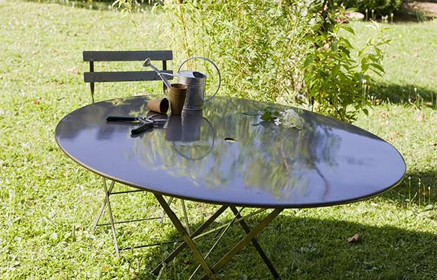 Relooker son ext rieur avec de la peinture plantes - Relooker son salon de jardin en plastique ...